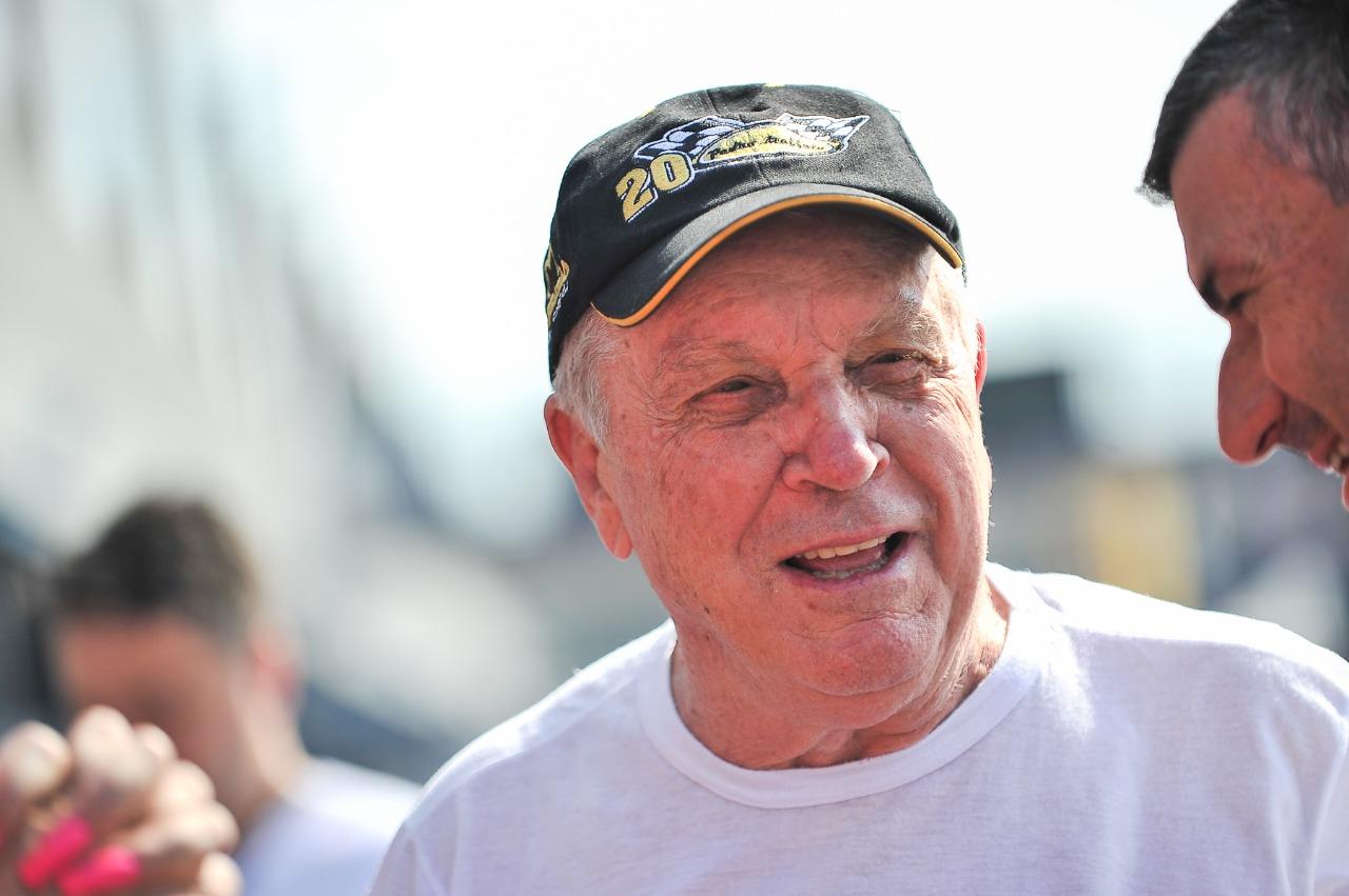 Aos 79 anos, Pedro Muffato estabelece novo recorde no automobilismo brasileiro